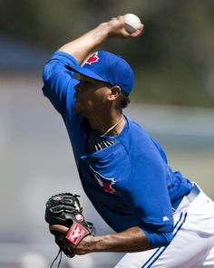 Toronto Blue Jays starter Esmil Rogers pitches during first-inning spring exhibition game action against the New York Yankees in Dunedin, Fla., Sunday March 2, 2014. (AP Photo/The Canadian Press, Frank Gunn)