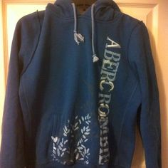 Dark blue Abercrombie sweatshirt with cute floral design. Only worn once or twice || Abercrombie and Fitch || || size S || || $15 ||