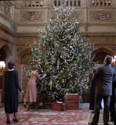 The Downton Abbey Christmas tree!  Simply gorgeous - the way a tree should be!