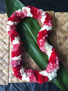 Hawaiian Leis, Diy Apartment Decor, 4th Of July Wreath, Christmas Wreaths, Holiday Decor, Home Decor, Christmas Garlands, Homemade Home Decor, Holiday Burlap Wreath