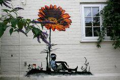 Gilding the Lily - Flower Graffiti by Grafter Street Art Utopia, 3d Street Art, Street Art Graffiti, Graffiti Flowers, Graffiti Wall Art, Banksy Art, Urbane Kunst, Public Art, Urban Art