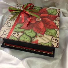 Caja con flor Navidad - arte con decoupage e timbres - Rachel Simonini Christmas Poinsettia, Merry Christmas To You, Country Christmas, Christmas Decoupage, Christmas Crafts, Nostalgic Art, Traditional Japanese Tattoos, Decoupage Box, Doll Patterns