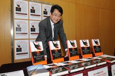 Qiu Xiaolong. Inspector Chen.  Shanghai. Poetic page-turners.