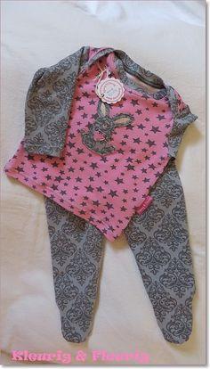 Babykleertjes: pakje van roze sterren shirt en grijs slobbroekje maat 62/68 | Voor babymeisjes | kleurig en fleurig
