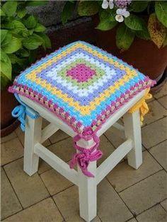 Lindas capas de CROCHÊ para banquetas Crochet Home, Crochet Crafts, Easy Crochet, Crochet Baby, Crochet Projects, Crochet Basket Pattern, Crochet Motif, Crochet Designs, Crochet Curtains