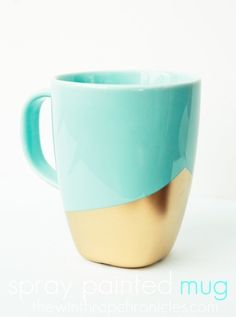 The best DIY projects & DIY ideas and tutorials: sewing, paper craft, DIY. Diy Crafts Ideas DIY Gold dipped coffee mug. Do It Yourself Inspiration, Diy Inspiration, Gold Diy, Diy Becher, Diy Spray Paint, Diy Mugs, Sharpie Mugs, Painted Mugs, Blog Deco