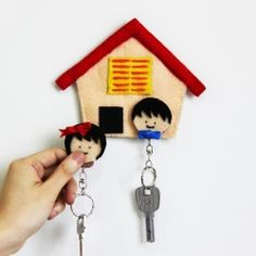 DIY your own keys hanger from felt and hook and loop fastener with this simple tutorial steps. (in Indonesian & English)