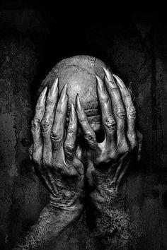 Eerie creepy surreal uncanny strange macabre 不 気 味 mystérieux strano tattoo Dark Fantasy Art, Dark Art, Arte Horror, Horror Art, Creepy Art, Scary, Art Macabre, Art Sinistre, Art Noir