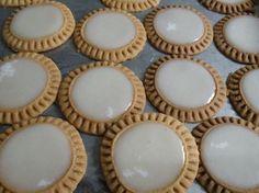 Las Tortitas de Santa Clara, son los dulces más distintivos de Puebla, fueron creados en el Convento de Santa Clara durante la Colonia Española y se trata de una galleta con dulce de Pepita. Exquisito!