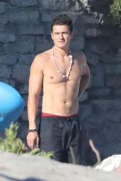 Celebrity beach cruising for Orlando Bloom hit the beach in Malibu on June Orlando Bloom, Malibu Beaches, Bikini 2017, Beach Bum, Bikini Bodies, In Hollywood, Gorgeous Men, Cruise, Handsome