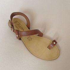 Greek Sandals (Δερμάτινα :: Πέδιλα, Σαγιονάρες, Παντόφλες) @ www.GreekShoes.Net > Κωδικός: 260.506 > Μεγέθη: Νο.35-Νο.41 (τιμή 30€) & Νο.42-Νο.45 (τιμή 40€) > Σόλα: Σφήνα ή Φλάτ   Λευκή ή Μπέζ > Χρώματα: Ταμπά, Μαύρο, Άσπρο, Φυσικό, Χρυσό, Χαλκός, Κοραλί, Κίτρινο, Μπλε Greek Sandals, Flip Flops, Men, Shoes, Fashion, Moda, Zapatos, Shoes Outlet, Fashion Styles