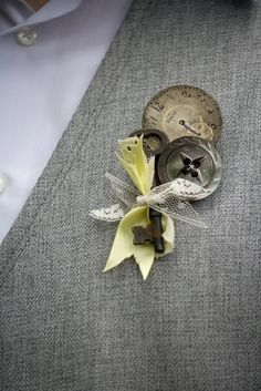 Boutonniere with vintage key and buttons #vintage #diywedding #vintagewedding #boutonniere #groom