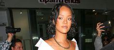 """PHOTO Rihanna répond aux nombreuses critiques sur sa prise de poids: """"Vous ne me méritez pas"""" La légère prise de poids de Rihanna a fait couler beaucoup d'encre mais la chanteuse veut faire taire les critiques. Elle a publié lundi un montage explicite sur Instagram en réponse aux mots assassins du blogueur américain Chris Spags."""