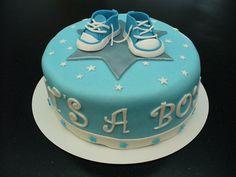 """baby boy cake blue/white fondant sneakers/converse all star """"it's a boy""""  Geboorte taart jongen blauw/wit gympen"""