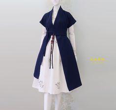 Korean Fashion – How to Dress up Korean Style – Designer Fashion Tips Lolita Fashion, Hijab Fashion, Fashion Dresses, Korean Traditional Dress, Traditional Dresses, Korean Dress, Korean Outfits, Hijab Stile, Lolita Mode