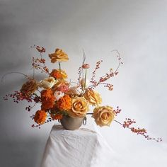 orange, peachy shades and cream for a refined Thanksigivng floral arrangement that is perfect for a mantel decor Floral Arch, Arte Floral, Floral Wreath, White Wreath, Ikebana, Logo Floral, Design Floral, Fall Flower Arrangements, Floral Centerpieces