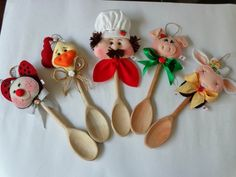Colher de pau decorada 007 Wooden Spoon Crafts, Wooden Spoons, Mini Choses, Small Wooden Projects, Sewing Projects, Projects To Try, Spoon Art, Diy Y Manualidades, Chicken Art