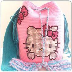 wayuu Wiggly Crochet, Crochet Art, Tapestry Crochet, Love Crochet, Crochet Hooks, Crochet Purse Patterns, Crochet Purses, Toddler Bag, Mochila Crochet