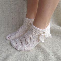 Crochet Ripple, Knit Crochet, Knitting Socks, Knitting Needles, Frilly Socks, Knitted Slippers, Ankle Socks, Handicraft, Mittens