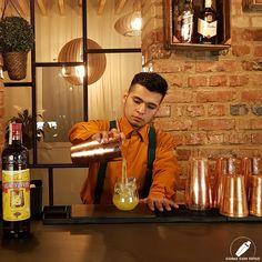 Concentración del bartender Harley Pérez mientras su cóctel va asomando… .    #CopasConEstilo #Bartender #Cocktail #Coctelería #Cóctel #Cócteles #Madrid #CóctelesEnMadrid Light Bulb, Madrid, Bar, Lighting, Home Decor, Style, Decoration Home, Room Decor, Light Globes