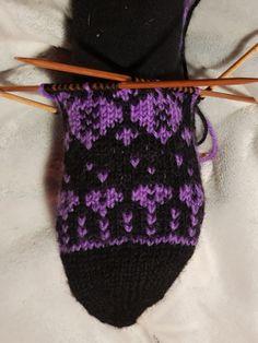 Kärjestävarteensukat | Nojatuolin uumenista Knitted Hats, Winter Hats, Knitting, Tricot, Breien, Stricken, Weaving, Knits, Crocheting