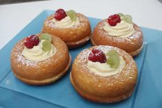 Fast rum baba with thermomix. Here's another recipe for rum baba, quick and easy to prepare at home with the thermomix. British Baking Show Recipes, British Bake Off Recipes, Great British Bake Off, Baking Recipes, Cake Recipes, Dessert Recipes, Baba Cake Recipe, No Bake Desserts, Just Desserts