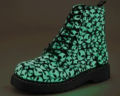 Glow-in-the-dark Alien Combat Boots Aesthetic Shoes, Aesthetic Clothes, Alien Aesthetic, Cute Shoes, Me Too Shoes, Do It Yourself Fashion, Vegan Boots, Platform Boots, Ankle Booties