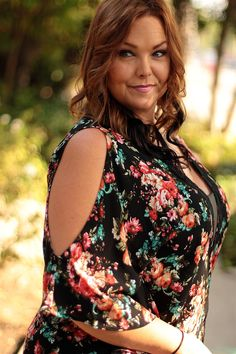 Loving this kimono! For the BEST Plus size fashions follow @beinspiredboutique  they are also giving away a 500$ giftcard too their boutique!!  #inspiredbyyou