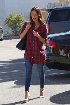 Jessica Alba wearing Maiyet Sia East/West Shopper and Atelier Swarovski Shaun Leane Swift Double Ring
