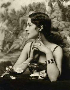 "mote-historie: "" Ziegfeld Follies Showgirls, Photo by Alfred Cheney Johnston, "" Vintage Glamour, Vintage Beauty, Vintage Fashion, Pink Vintage, Fashion 1920s, Edwardian Fashion, Gothic Fashion, Movies Wallpaper, Style Année 20"