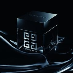 Le Soin Noir par Givenchy http://journalduluxe.fr/cosmetiques-givenchy/