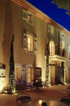 Located in Mougins between Cannes and Nice and set in a 9 acre park, Le Mas Candille is a luxury hotel offering high-end guestrooms and suites, two restaurants, the Shiseido Spa, three swimming-pools, two Jacuzzis and two meeting rooms. The 46 beautifully designed guestrooms, including 7 suites…