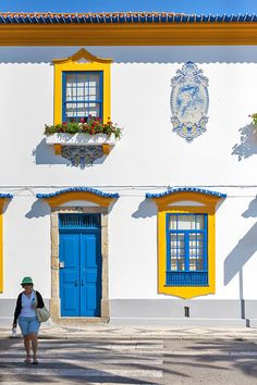 Enjoy Portugal Holidays by Spain And Portugal, Portugal Travel, Visit Portugal, Lisbon Portugal, Beautiful Buildings, Beautiful Places, Beautiful Pictures, Algarve, Architecture Classique