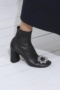 91383f5534fc 231 meilleures images du tableau Walk en 2019   Heels, Shoe et Shoes ...
