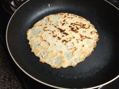 Naan - Pãozinho Indiano de 3 ingredientes sem glúten. Leva leite de coco, farinha de amendoas e polvilho doce.