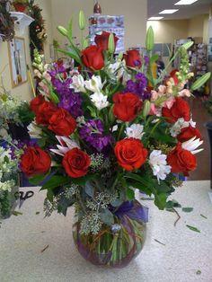 Red Floral arrangement - Fantastic Ideas For Red Floral Arrangement Large Flower Arrangements, Flower Arrangement Designs, Christmas Arrangements, Flower Vases, Church Flowers, Funeral Flowers, Ikebana, Orquideas Cymbidium, Anniversary Flowers
