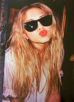 Red lipstick & wayfarers