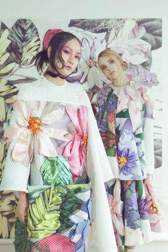Fabulous giant embroidery by Sisi Liu