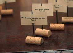 Senaladores de mesa de bodas hechas con corchos