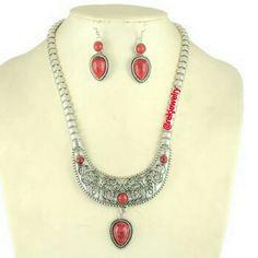 Selling this Vintage Jewelry Set in my Poshmark closet! My username is: rekjewelry. #shopmycloset #poshmark #fashion #shopping #style #forsale #Jewelry
