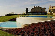 Villa met zoutwaterzwembad en jacuzzi op een panormaische positie dichtbij Arezzo / salt water pool Arezzo