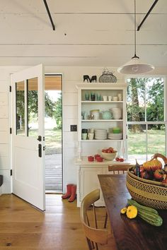 Hey, there are some tiny house interior design ideas. May these some tiny house interior design ideas to give . Home interior, interior designs, interior trends Tiny House Living, Small Living, Cottage Living, Country Living, Tiny House Plans, Style At Home, Cuisines Design, Home Fashion, Diy Fashion