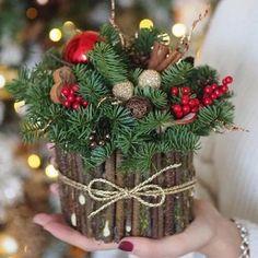 27 posh christmas home decor ideas for your beautiful home 16 Noel Christmas, Rustic Christmas, Christmas Wreaths, Christmas Crafts, Christmas Ornaments, Xmas, Simple Christmas, Christmas Candles, Christmas Arrangements