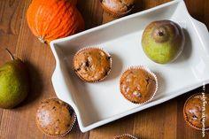 """Sabine von """"Wos zum Essen"""" ist ganz begeistert von unserem Event und davon Birne und Kürbis zu kombinieren. Sie hatte gleich mehrere Ideen und hat (erstmal?) diese leckeren Kürbis Birnen Muffins umgesetzt. Muffins, Sweet Recipes, Cupcakes, Breakfast, Blog, Pears, Food Food, Recipies, Morning Coffee"""
