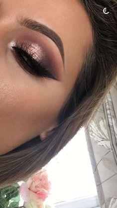 Cut crease with foiled eyeshadow look