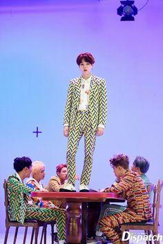 Finally Yoongi is taller than Namjoon😂 Jimin, Bts Jin, Jhope, Namjoon, Min Yoongi Bts, Min Suga, Bts Bangtan Boy, Suga Suga, Seokjin