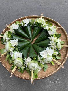 Flower Ornaments, Flower Garlands, Flower Centerpieces, Flower Decorations, Deco Floral, Floral Design, Party Table Decorations, Wedding Decorations, Art Deco Wedding Favors