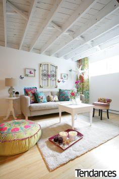 Un sous sol relooké in a bohemian style Decor, Basement Ceiling, Basement Decor, Home Budget, Remodel, Home Remodeling, Home Decor, Basement Furniture, Remodeling Trends