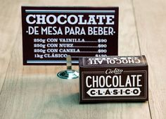Cielito Querido Café est une chaine de café Mexicaine qui réalise un gros travail sur l'aspect de ses boutiques. L'ensemble des points de vente ont un design commun qui tourne autours des jeux typos, des couleurs vives et de matériaux naturels. Le branding a été réalisé par le studio Cad