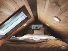 A rustic tiny house design for a family of six, built by Tiny Heirloom! A rustic tiny house design for a family of six, built by Tiny Heirloom! Attic Bedroom Small, Attic Bedroom Designs, Tiny House Bedroom, Attic Design, Attic Rooms, Tiny Loft, Tiny House Loft, Tiny House Design, Tiny House Family